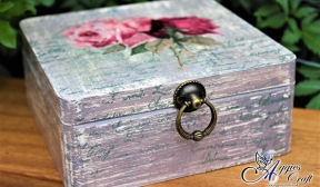 Shabby chic box with vintage roses
